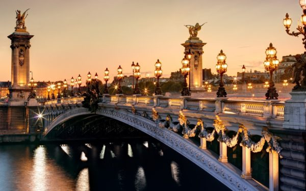 france-paris-seine-river-bridge-lights-600x375